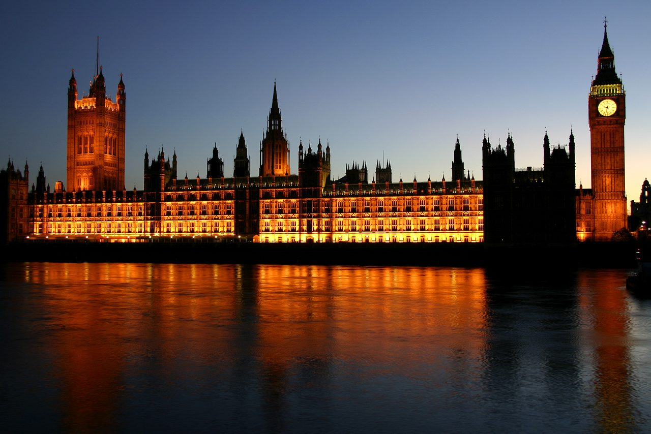 Houses-of-Parliament-At-Night-Photo
